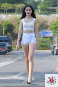 Young Girl Fashion, Curvy Women Fashion, Cute Fashion, Pretty Asian Girl, Cute Asian Girls, Beautiful Young Lady, Beautiful Asian Women, Asian Model Girl, Cute Young Girl
