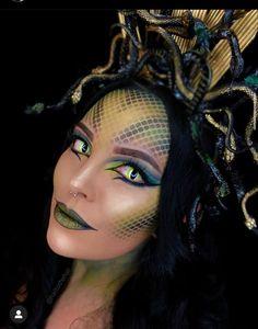 Medusa Halloween Costume, Creepy Halloween Makeup, Amazing Halloween Makeup, Halloween Inspo, Halloween Makeup Looks, Halloween Kostüm, Halloween Outfits, Halloween Series, Medusa Makeup