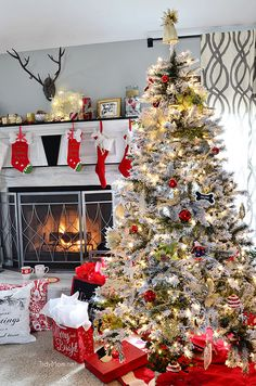 {Gorgeous} Holiday Home Tour // @tidymom  #Christmas2014 #HolidayHomeTour #HomeDecor