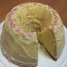 Liian hyvää: Kultarannan pumpulikakku Fruit Bread, Baked Donuts, Little Cakes, Coffee Cake, Let Them Eat Cake, Yummy Cakes, No Bake Cake, Gluten Free Recipes, Vanilla Cake