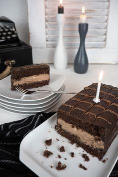 Eine riesige YES-Torty zum Geburtstag!