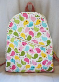 Mochila Little Birds Backpack Tutorial, Diy Backpack, Fabric Crafts, Sewing Crafts, Sewing Projects, Mochila Tutorial, Baby School Bags, Toddler Bag, Toddler Backpack