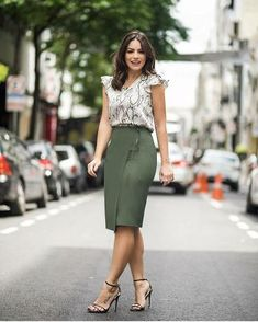 Printed top and olive pencil skirt Stylish Work Outfits, Classy Outfits, Work Fashion, Trendy Fashion, Style Fashion, Trendy Style, Casual Dresses, Fashion Dresses, Skirt Outfits
