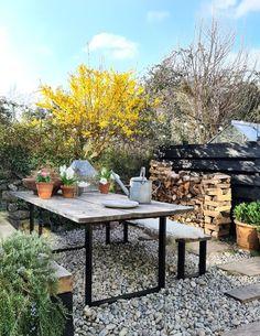 Garden Nook, Garden Table, Garden Seating, Outdoor Food, Outdoor Dining, Outdoor Decor, Back Gardens, Outdoor Gardens, Scandinavian Interior Design