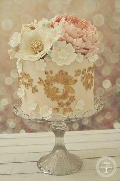 Wedding Trends : Metallic Cakes - Belle The Magazine #WeddingCakes,Cupcakes,Cookies&Toppers