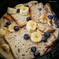 This gluten and dairy-free french toast is made in the slow cooker with bananas and blueberries. This cooks overnight in the crockpot. French Toast Slow Cooker, Crockpot French Toast, Slow Cooker Breakfast, French Toast Casserole, Breakfast Casserole, Overnight French Toast, Blueberry French Toast, Brunch Recipes, Breakfast Recipes