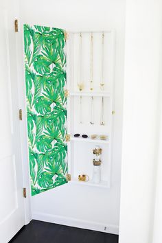 Totally Need This! Jewelry Storage Mirror DIY (click through for tutorial)