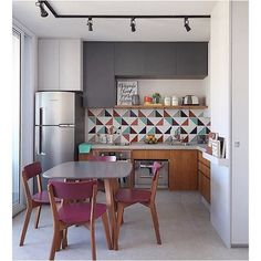 You finally have that home to call your own. There are so many different small kitchen design and decor… Continue Reading → Interior Design Kitchen, Kitchen Decor, Kitchen Ideas, Kitchen Layout, Kitchen Designs, Deco Studio, Decoration Design, Home Decor Inspiration, Cheap Home Decor