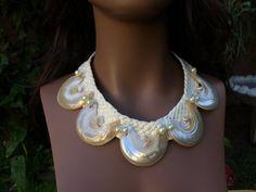 Collier en coquillage blanc perle