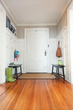 another flipping amazing entry way DIY.  seriously... i can hardly take it! the homeowner said the whole project was under $100... ready, set, go!