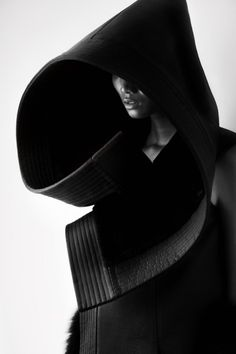 rhubarbes:  Serpens Collection by Qiu Hao. (via Serpens Collection by Qiu Hao - Minimalissimo)  More Fashion here.