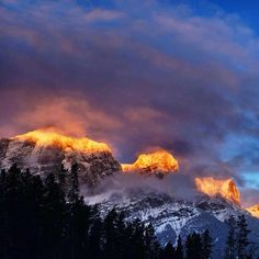 sunrise in Canmore as a new ice #climbing season begins (via #arcteryx athlete @matthiasscherer) #Padgram