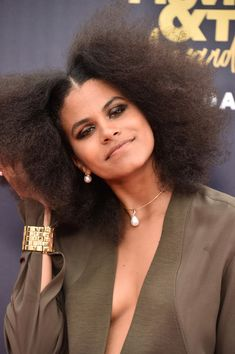 Zazie Beetz Afro - Zazie Beetz showed off her natural hair at the 2018 MTV Movie & TV Awards. Meg Ryan, Celebrity Beauty, Celebrity Look, Celebrity Women, Lea Michele, Natural Afro Hairstyles, Natural Hair Styles, Meghan Markle, Glamour Photo Shoot