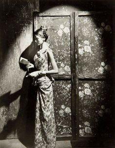 Cecil Beaton: Carmen Dell' Orefice reading at age 15, 1946.