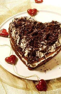 Schokoladen-Stracciatella-Herz                              -                                  Eine schokoladige Herz-Torte mit Stracciatella-Creme