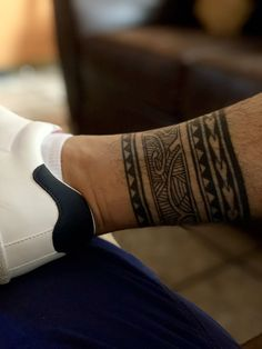 – – Mehr unter tattoostyle.haarp … Tattoo Style - tattoo style Ankle Band Tattoo, Leg Tattoo Men, Calf Tattoo, Forearm Band Tattoos, Leg Tattoos, Tribal Tattoos, Body Art Tattoos, Sleeve Tattoos, Maori Tattoos