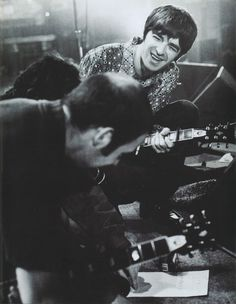 """Oasis: Paul """"Bonehead"""" Arthurs and Noel Gallagher, Gene Gallagher, Lennon Gallagher, Mtv Live, Oasis Music, Liam And Noel, Oasis Band, Mtv Unplugged, Under The Influence, Picture Design"""