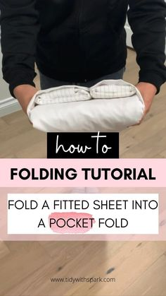 Cleaning Recipes, House Cleaning Tips, Diy Cleaning Products, Cleaning Hacks, Home Organization Hacks, Bathroom Organization, Folding Fitted Sheets, Diy Step By Step, Fold Clothes