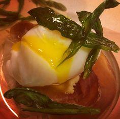 Uovo d'anatra morbido su prosciutto crudo e #scurnaget