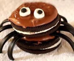 Si buscas recetas de galletas para Halloween, ésta que te proponemos es una buena opción, porque es fácil de hacer y queda muy bien. Además, seguro que a los niños les encanta, porque lleva galletas Oreo y golosinas. ¡Un postre muy dulce y tenebroso, perfecto para para fiesta de Halloween!                                                                                                                                                      Más