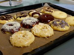 This soft and chewy baked doughnuts use yeast and are baked without using doughnut pan. A healthier version that you will surely love. Donut Tray, Doughnut Pan, Chocolate Donuts, Melting Chocolate, Baked Doughnuts, Breakfast Bake, Donut Recipes, Vegetarian Chocolate, Yummy Treats