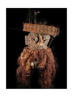 Kuba / Biombo people, D.R. Congo. Hauteur : 55 cm  On suppose que ce type de masque était utilisé pour les cérémonies d'initiation de jeunes garçons.
