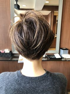 Asian Bob Haircut, Pixie Bob Haircut, Short Hair With Layers, Short Hair Cuts, Short Hair Styles, Bridal Hairdo, Blonde Pixie, Silver Hair, Bob Cut