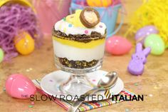 This Cadbury Egg Inspired Easter Trifle is an easy dessert recipe for the books. It has all of the elements of an out-of-this-world dessert.Oreos, chocolate, pudding and Cadbury Eggs! Köstliche Desserts, Holiday Desserts, Holiday Recipes, Delicious Desserts, Dessert Recipes, Holiday Treats, Holiday Parties, Recipes Dinner, Spring Desserts