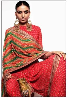 Sabyasachi Summer Collection 2020 For The Best Wedding Outfit Ideas! Indian Attire, Indian Wear, Indian Dresses, Indian Outfits, Sabyasachi Lehenga Bridal, Sabyasachi Suits, Sabyasachi Collection, Kurti Embroidery Design, Hand Embroidery