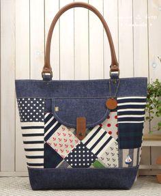 Denim Handbags, Denim Tote Bags, Diy Tote Bag, Patchwork Bags, Quilted Bag, Diaper Bag Purse, Handmade Handbags, Fabric Bags, Zipper Bags