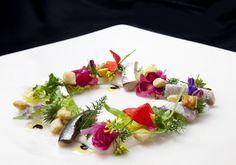 Freschezza, colore e creatività sono i punti forti di questo #antipasto! grazie ai nostri #cheff, solo qui #ristorante#mareeluna #rimini #molo95 #cibo #fiori