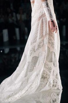 Bohemian Lace Details / Yolan Cris Spring 2016 Bridal / Photo: The LANE