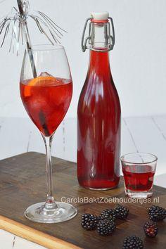 Bramenlikeur maken Lift your wodka or rum with blackberries from your garden! Yummie!