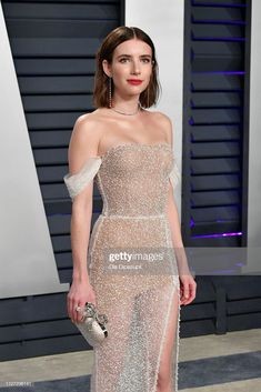 Emma Roberts attends the 2019 Vanity Fair Oscar Party hosted by Radhika Jones at Wallis Annenberg Center for the Performing Arts on February 2019 in Beverly Hills, California. Glam Dresses, Red Carpet Dresses, Elegant Dresses, Beautiful Dresses, Fashion Dresses, Formal Dresses, Wedding Dresses, Party Dresses, Fashion Hair