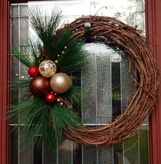 Grapevine Christmas Wreath by EvanEHomeBoutique on Etsy Grapevine Christmas, Christmas Front Doors, Christmas Door, Holiday Wreaths, All Things Christmas, Christmas Holidays, Grapevine Wreath, Winter Wreaths, Christmas Crafts