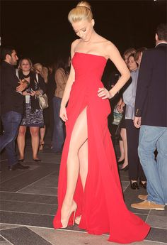 red beauty | Keep the Glamour | BeStayBeautiful  gorgeous, and a whole lot of leg; but she can handle it! x)