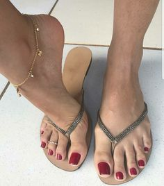 Beautiful feet and toes!!