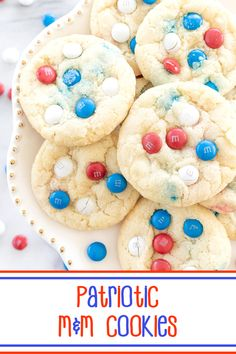 Patriotic M&M Cookies – chewy #sugarcookies topped with M&M's Milk Chocolate Candies with a #patriotic flare; perfect for the #mmscookies obsessed AND #IndependenceDay! #cookies #mms #mmschocolatecandies #memorialday #laborday #patrioticcookies M M Cookies, Chewy Sugar Cookies, Yummy Cookies, Cookies Et Biscuits, Best Dessert Recipes, Fun Desserts, Sweet Recipes, Patriotic Desserts, Chocolate Candies