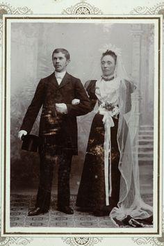 Black Wedding Gowns, Wedding Attire, Wedding Dresses, Vintage Wedding Photos, Vintage Weddings, Vintage Dresses, Nice Dresses, Black Bride, Here Comes The Bride