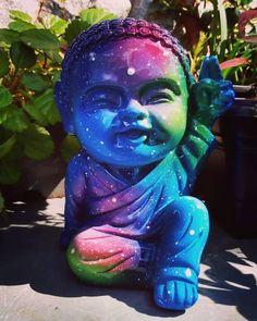 Baby Buda 22 cm de altura. Se você ama decoração zen, vai amar as nossas ideias. Boho, Buddha, Photo And Video, Instagram, Fictional Characters, Buddha Decor, Zen Decorating, Plaster Art, Make Art