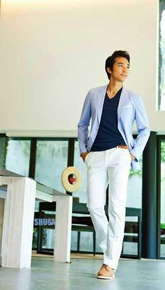 love the crisp white with light blue Song Seung Heon