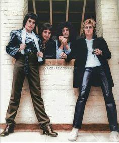 Brian May. Queen Images, Queen Photos, Queen Pictures, Queen Brian May, I Am A Queen, John Deacon, Best Rock Bands, Cool Bands, Roger Taylor Queen