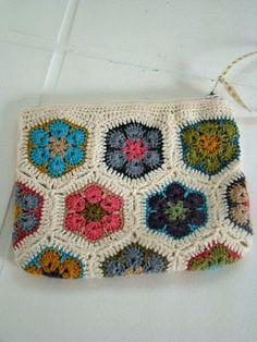Pochette African Flowers Crochet Tablet Cover, Crochet Case, Crochet Box, Love Crochet, Knit Crochet, Crochet African Flowers, Crochet Flowers, Crochet Handbags, Crochet Purses
