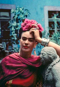 For 10 years, photographer Nickolas Muray and artist Frida Kahlo had an affair. During this time, Muray shot a colorful collection of Frida Kahlo photos. Diego Rivera, Frida E Diego, Frida Art, Nickolas Muray, Kahlo Paintings, Selma Hayek, Vogue Models, Photo D Art, Mexican Artists