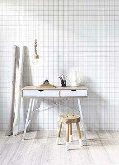 KARWEI | Met goed licht, behang met een rustige print én voldoende opbergruimte creëer je een heerlijke werkplek in je huis.: