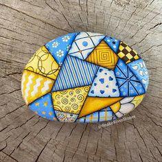 Stone Art Painting, Dot Art Painting, Pebble Painting, Pebble Art, Painted Stepping Stones, Painted Rocks Craft, Hand Painted Rocks, Rock Painting Patterns, Rock Painting Ideas Easy