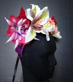 Tiara Amanhecer Feliz 01 #tiara     #arco     #flores     #carnaval     #adereço     #folia     #tiara de carnaval     #arco de carnaval     #arcodefrutas     #coroa_ de_ carnaval     #bloco_carnaval     _#escola_ de_samba     #acessoriodecarnaval     #headband     #fantasia     #arranjo_de_cabelo     #enfeitedecabelo     #brilhante     #violeta     #violeta bilhante     #ametista     #bloco_de_rua     #baile_de_ carnaval     #carmemmiranda     #casquete     casquete_de_carnaval