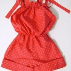 Make dressing your little girl a breeze with this one piece Bubble Baby Romper. An adorable outfit for summer, this baby sewing pattern features a shirred top and elastic waist for comfort. It& perfect for all her adventures! Sewing Baby Clothes, Baby Clothes Patterns, Baby Sewing, Clothing Patterns, Dress Patterns, Free Sewing, Sew Baby, Sewing Patterns, Baby Boy