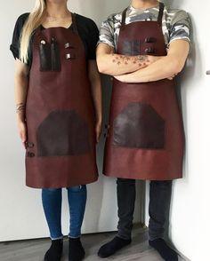 His and her's 👫 Leather apron made from the highest quality veg tan leather from @tarnsjogarveri #karu #karudesigns #karuhandmade #handmade #leather #accessories #vegtan #vegtanleather #tärnsjögarveri #apron #fullleatherapron #leatherapron #bartender #bartending #barista #style #cocktailsforyou #cocktails #unisex #fashion #professional #gear #nordicdesign