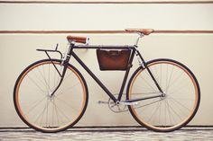 Berluti s'associe à Cycles Victoire pour une collection urbaine !